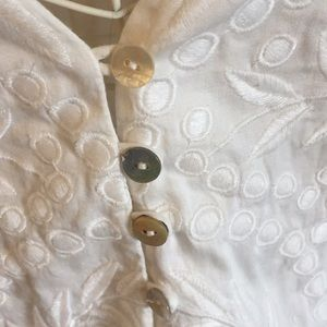 INTERMIX Tops - Intermix embroidered white blouse Size L
